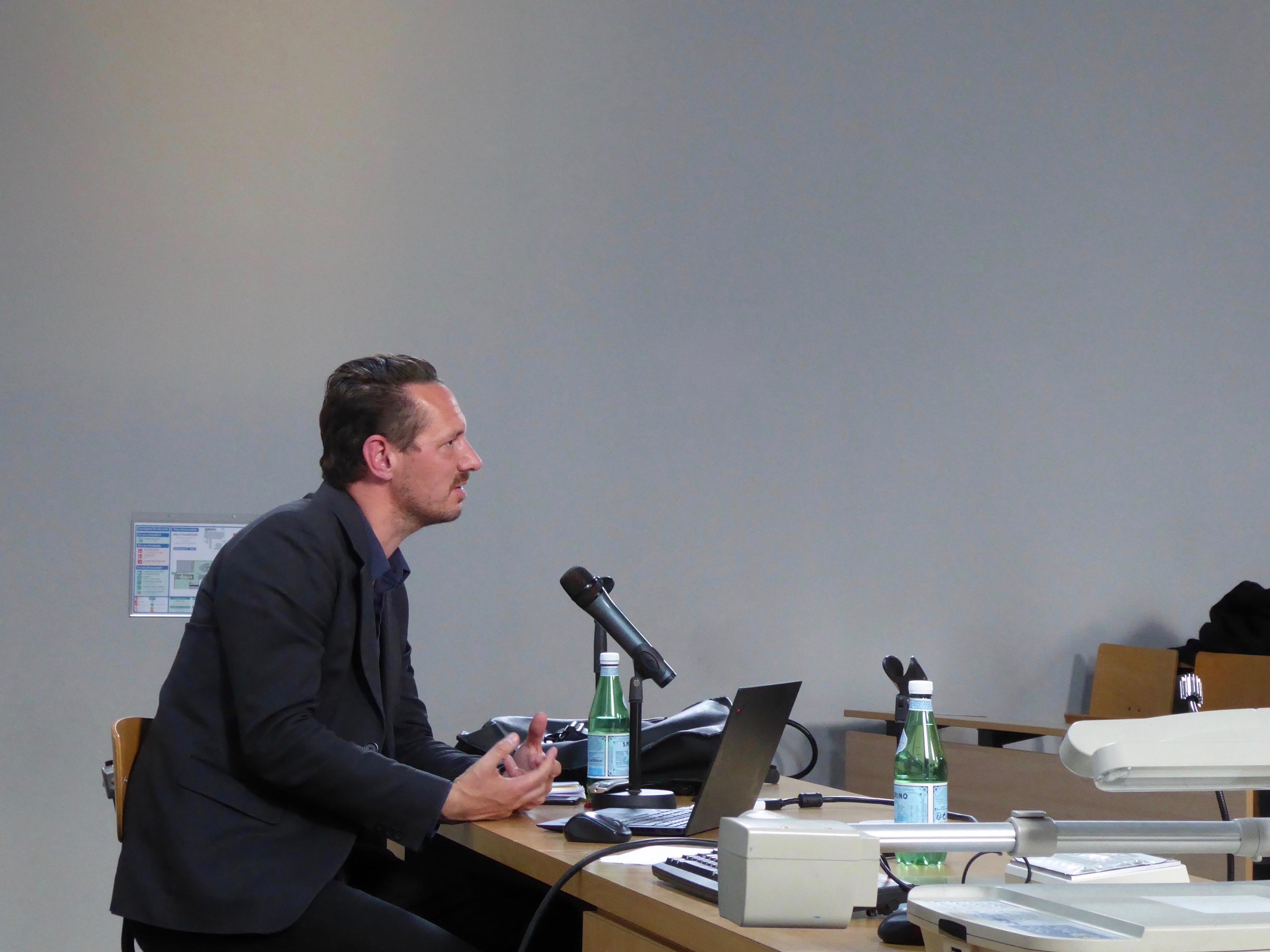 Julien de Smedt bei seinem Vortrag während der Europäischen Architekturtreffen 2019 © EA