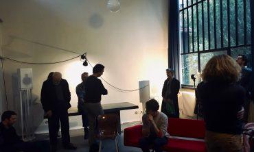 Ways of Space, une installation sonore architecturale créée par Rozalie Hirs et Machiel Spaan lors d'une résidence à la Maison Theo van Doesburg à Meudon